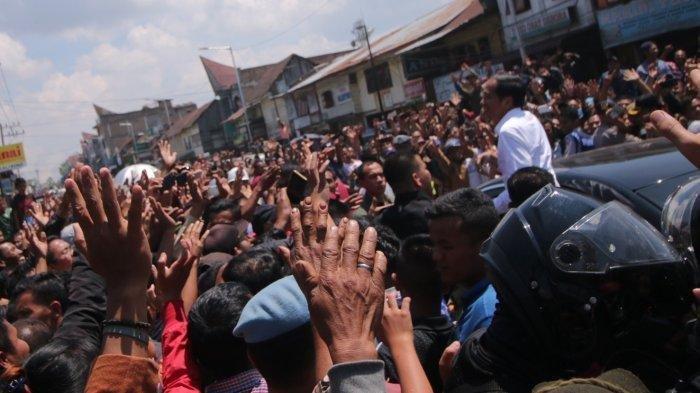 Tidak Disangka Begini Respon Jokowi Saat Diajak Selfi Warga