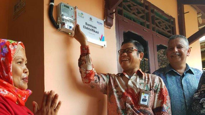 117 Kepala Keluarga di Banten Dapat Sambungan Listrik Gratis dari PLN