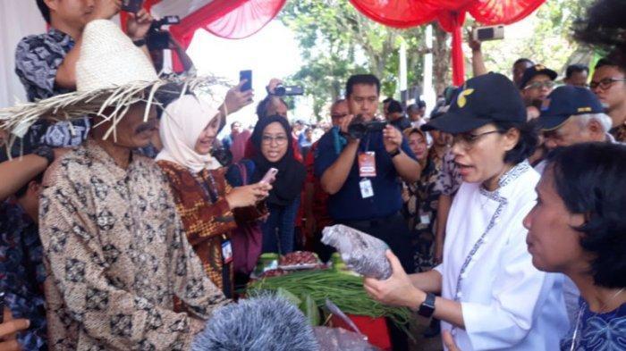 Ke Banten, Menkeu Sri Mulyani Borong Bandeng hingga Kaus Soekarno