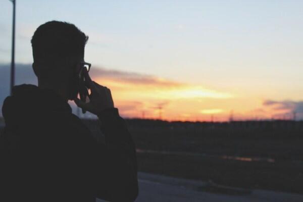 Sulit Ditebak, 5 Tanda Tipe Cowok Cuek yang Serius Menjalin Hubungan