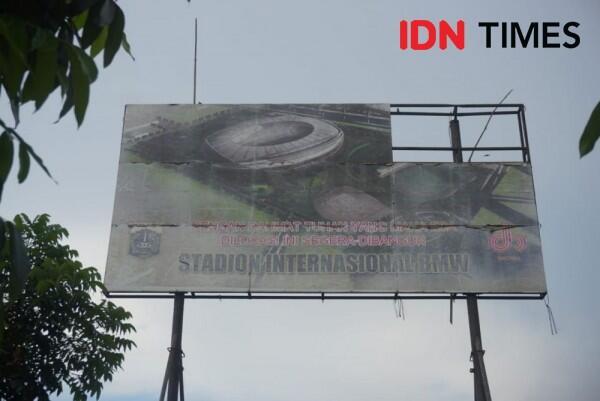 Groundbreaking Stadion BMW untuk Persija, Anies Diserbu Jakmania