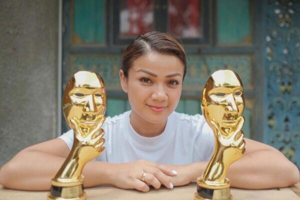 Menang Pemeran Wanita Terbaik, 10 Peran Memukau Nirina Zubir di Film