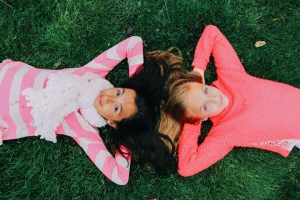 Meski Terpisah Jarak, Ini 5 Tips Biar Persahabatanmu Tetap Awet