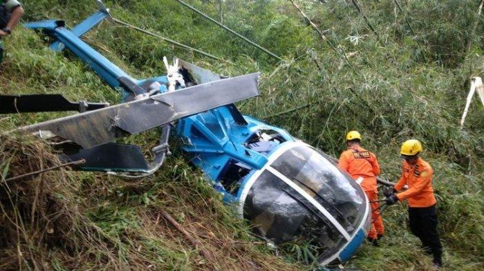Foto-Foto Bangkai Helikopter yang Jatuh di Tasikmalaya