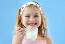 Setelah Anak Berusia Dua Tahun, Susu Hanya Makanan Pelengkap