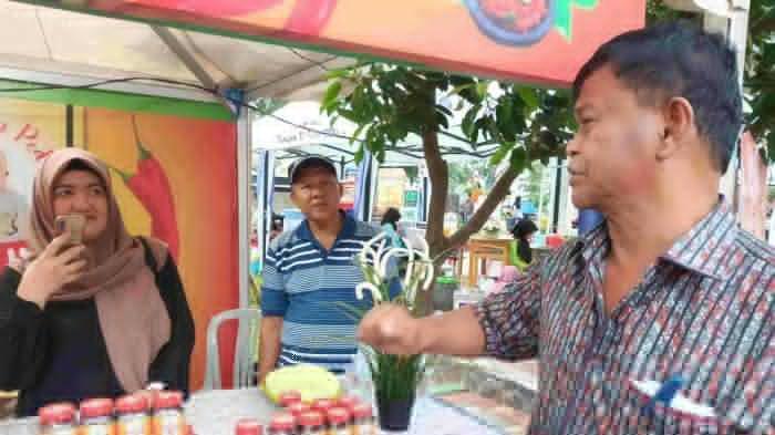 Beri Dukungan ke UMKM, Rusdi Mastura Mantan Wali Kota Palu Kunjungi Gerai Usaha Kecil