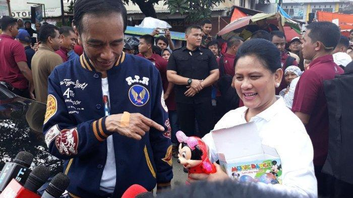 Jaket Biru Dongker dengan Full Bordir Milik Jokowi Banyak Diincar Warga
