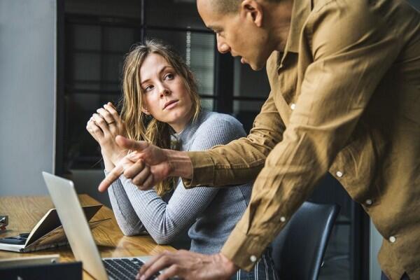 5 Hal Tak Berfaedah Ketika Kamu Sibuk Bahas Kelemahan Orang Lain