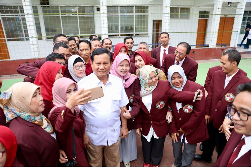 Survei LSI: Prabowo-Sandiaga Unggul di Kalangan Terpelajar