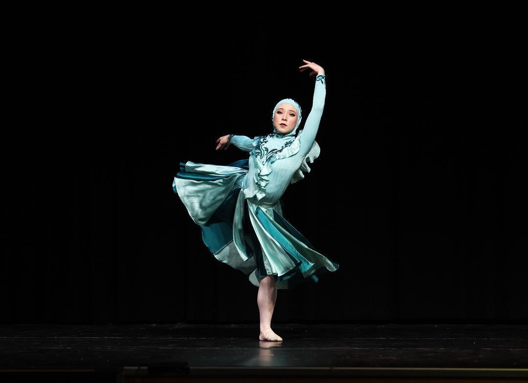 Potret Cantik Stephanie Kurlow, Balerina Unik Berbadan Lentur dari Australia
