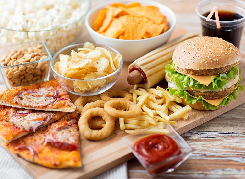 10 Makanan Favorit Kamu Ini Ternyata Bisa Jadi Racun Lho!
