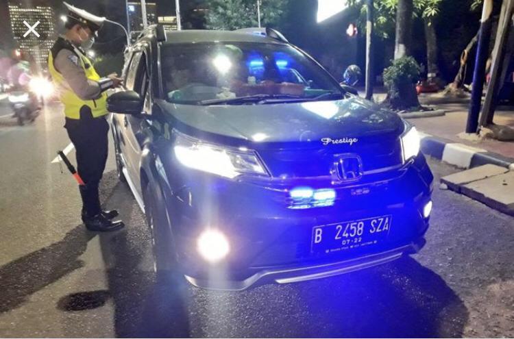 Taring Polisi Ilang Gan Kalau Soal Lampu Rotator sama Sirine
