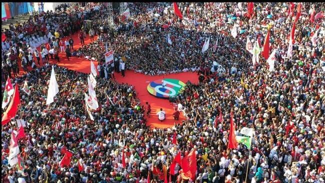 Massa Jokowi Pingsan, BPN: Pendukung Prabowo di Padang Juga Pingsan