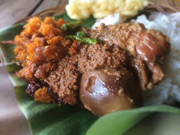 7 Makanan Ini Makin Enak ketika Dipanaskan Berulang Kali, Setuju?