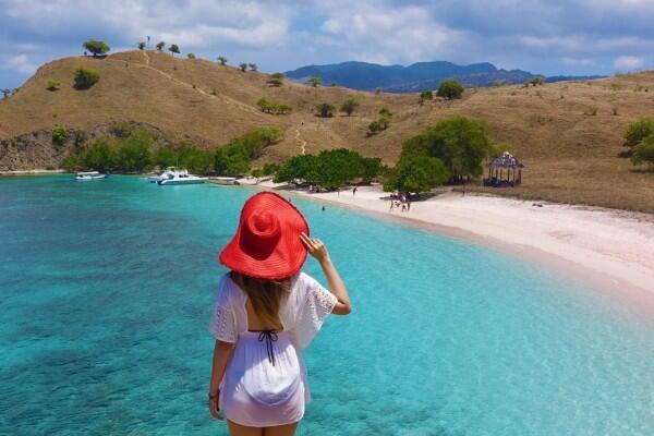 7 Pantai Pink Terindah di Dunia, Indonesia Punya yang Lebih Menawan!