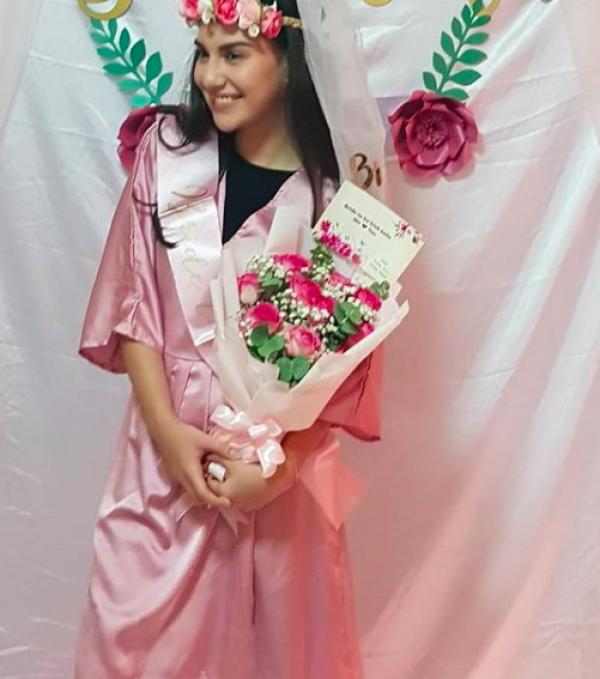 10 Momen Seru Bridal Shower Irish Bella Bareng Sahabat, Serba Pink!