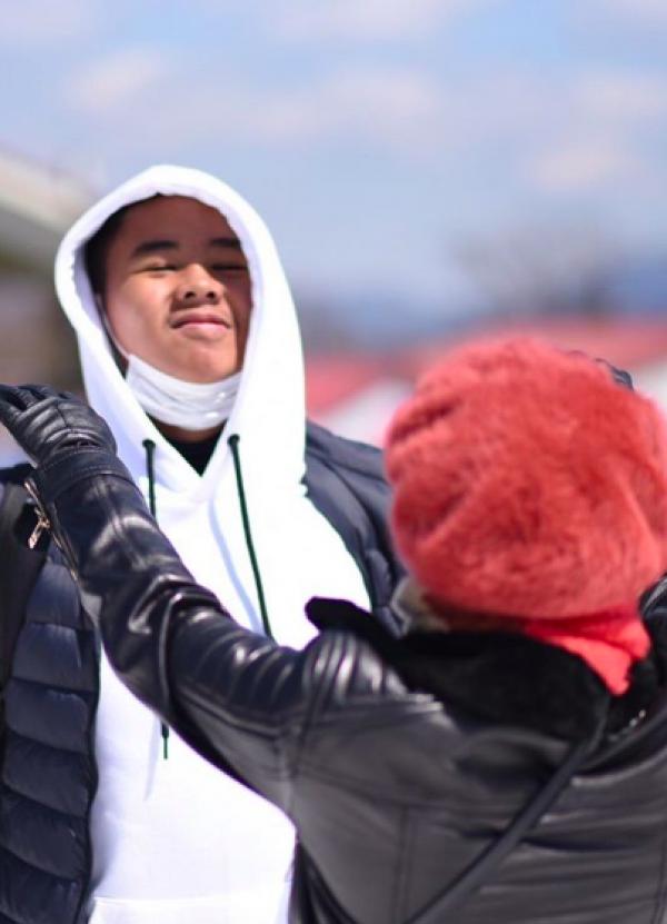 10 Momen Seru Liburan Yuni Shara & Putranya di Jepang, Bak Kakak Adik!