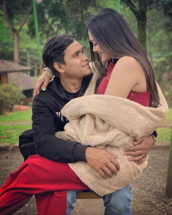 Resmi Lamaran, 10 Momen Romantis YouTuber Maell Lee dan Kekasih
