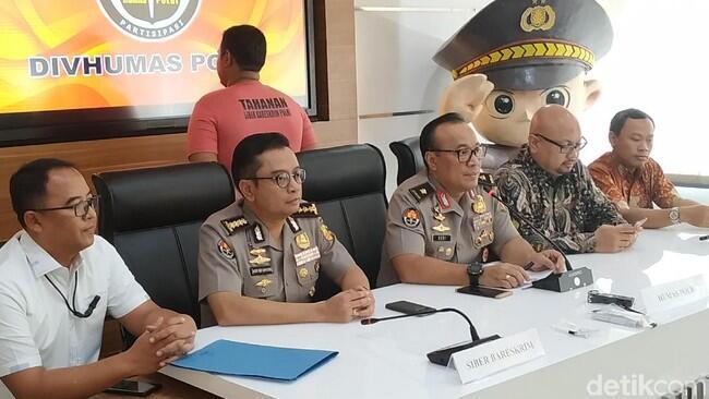 Polisi Tangkap 2 Buzzer Hoax 'Server KPU Di-setting Menangkan Jokowi'