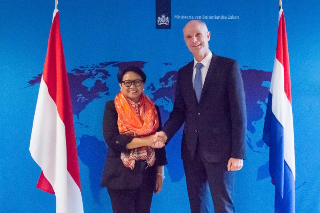 Menlu RI-Belanda Bertemu Bahas Diskriminasi Kelapa Sawit