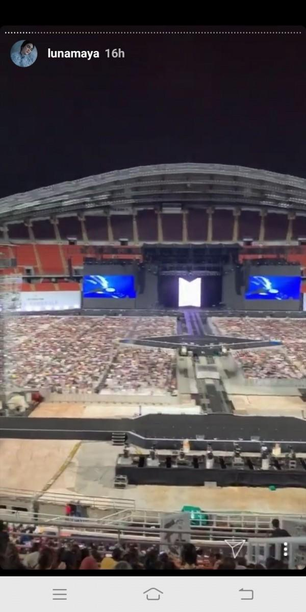 Jadi Army, 10 Potret Seru Luna Maya Nonton Konser BTS di Thailand