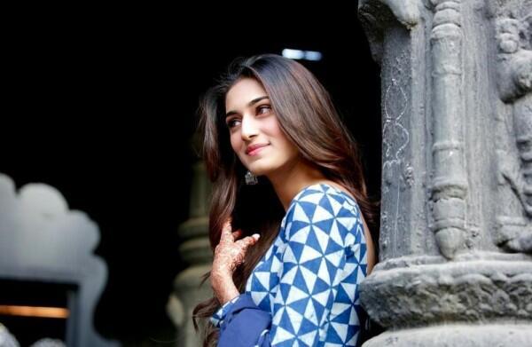 10 Potret Erica Fernandes, Pasangan Shaheer Sheikh di Dev & Sona