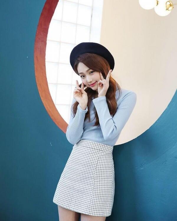 Kasual dan Fresh, Intip Yuk 9 Ide Mix & Match ala Mina Gugudan!
