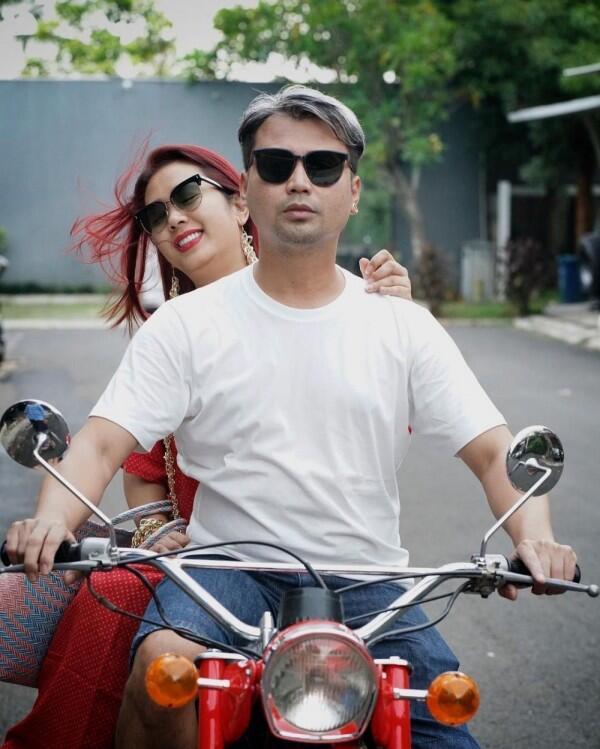 Couple Goals, 10 Potret Langgengnya Rumah Tangga Soimah dan Suami