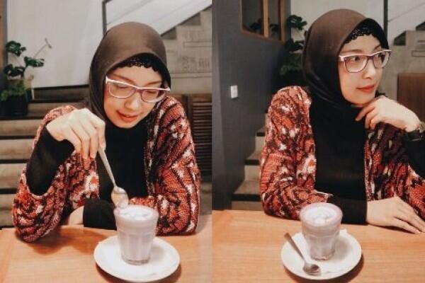 10 Potret Terbaru Natly eks 7 Icons yang Kini Memikat dengan Hijab