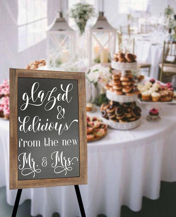 Ini 10 Ide Aplikasi Papan Tulis pada Dekorasi Resepsi Pernikahanmu