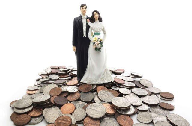 Galau Mau Beli atau Sewa Baju Nikah? Pertimbangkan 5 Hal Penting Ini