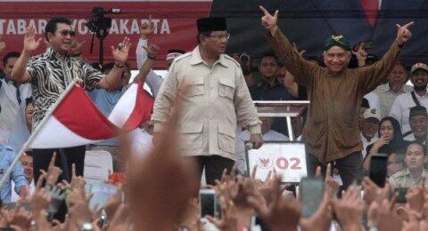 Gebrak Podium Saat Kampanye, Prabowo Buat Warganet Teringat Arya Wiguna