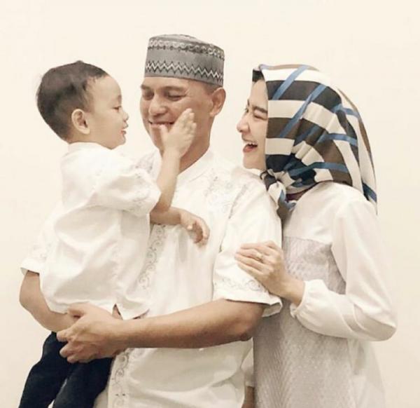 Jauh dari Gosip Miring, Ini 10 Potret Bahagia Keluarga Uut Permatasari
