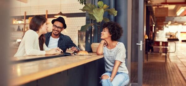Teman vs Pacar, 5 Hal yang Harus Dilakukan Kalau Lagi Bareng Mereka