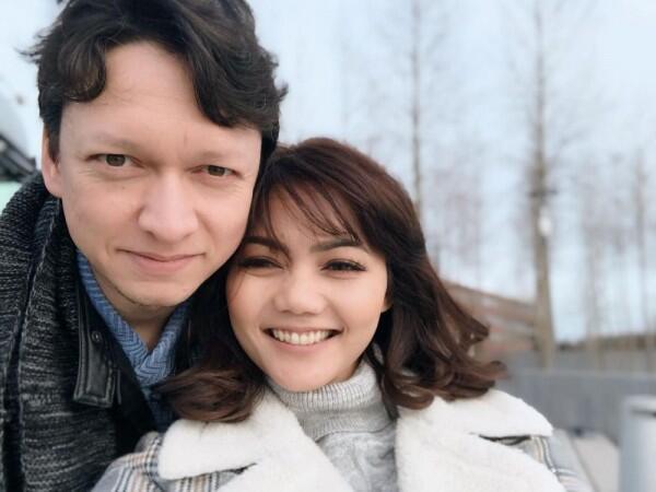 Berstatus Janda, 10 Kisah Cinta Seleb Ini Bikin Heboh Banget!