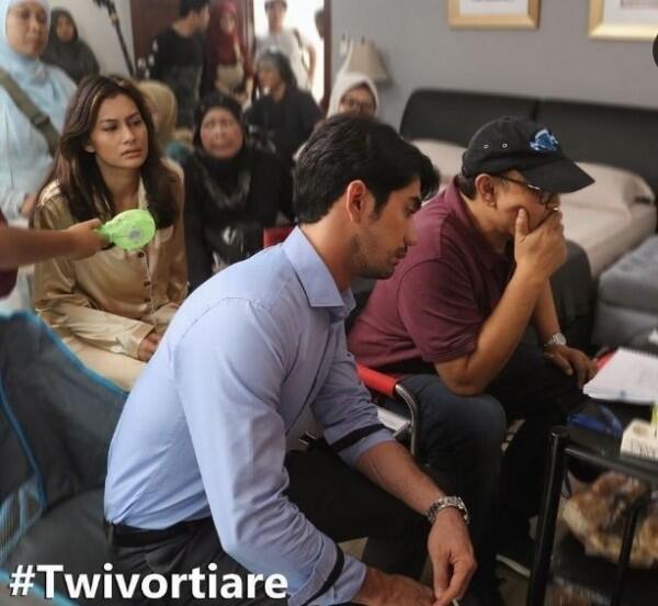 Serasi, 10 Potret Mesra Reza Rahadian & Raihaanun di Film Twivortiare