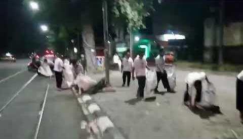Sampah Sisa Kampanye Jokowi di Solo Dibersihkan Relawan 02