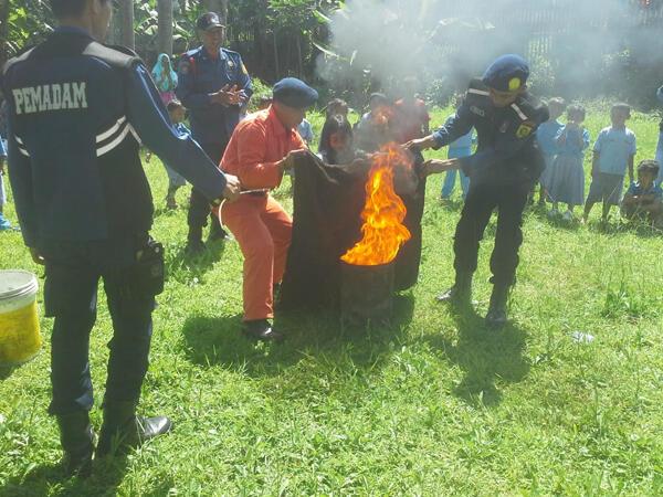 Damkar Beri Pelatihan Tanggap Kebakaran