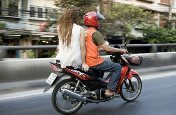 Patut Dihargai, 5 Hal Ini Buktikan Dedikasi Driver Ojek Online