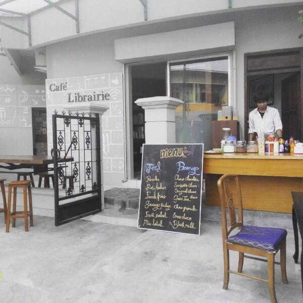 Pecinta Buku Wajib Tahu! 6 Kafe dengan Konsep Perpustakaan