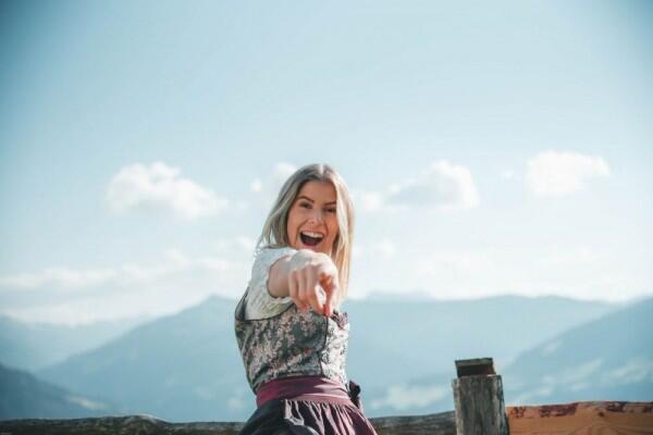 14 Tipe Orang Ketika Nonton Tayangan Romantis, Kamu Gimana?