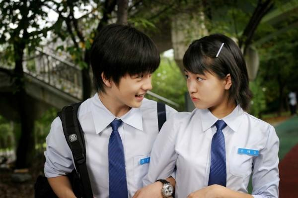 5 Hal Mengenai Cinta Pertama Ini Bikin Kita Nostalgia ke Masa SMA