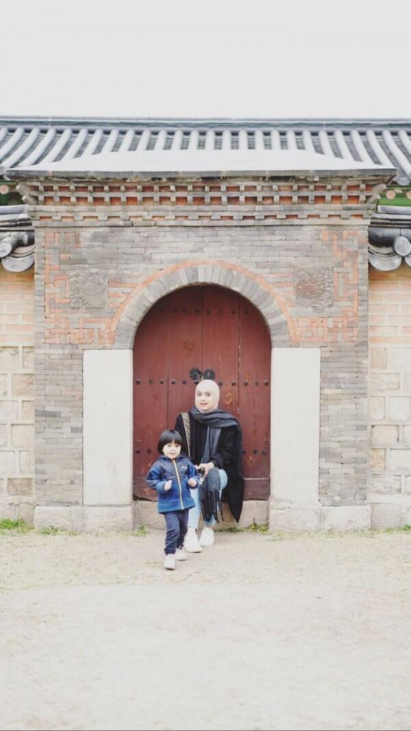 Selalu Kompak, Ini 10 Potret Keluarga Ayudia & Ditto ke Korea Selatan
