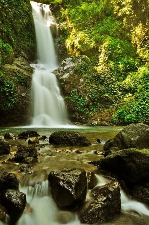 5 Tempat Indah yang Dipercaya Bikin Enteng Jodoh, Berani Buktikan?