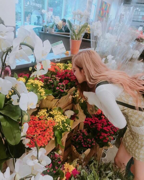 Garang di Lagu Terbaru, 10 Penampilan Santai nan Kece Rose BLACKPINK