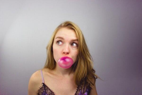 5 Tips Meredam Emosi di Jalan, Salah Satunya Berpelukan