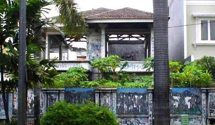 Rel Kereta Bintaro Tempat Para Arwah Berkumpul dan Rumah Kutukan di Pondok Indah