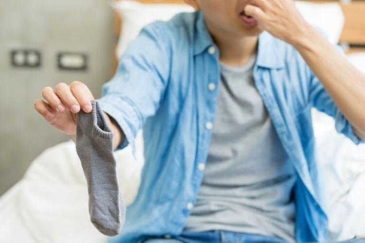 Pakai Kaus Kaki Bisa Mencegah Bau Kaki, Emang Bener?