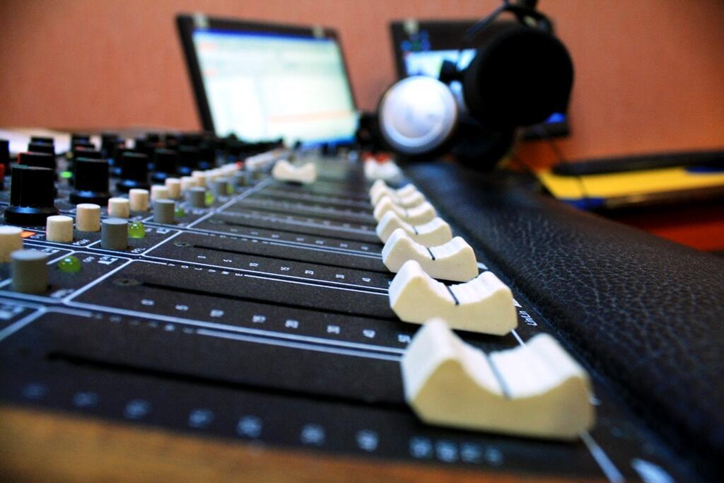 Perlukah Brand atau Perusahaan Membuat Podcast ?