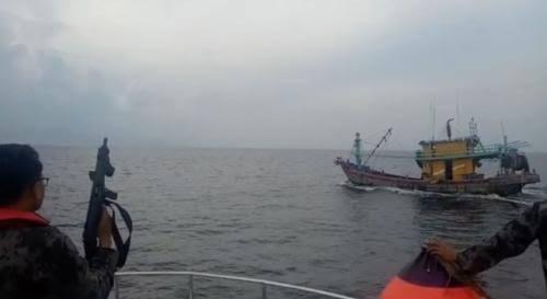 Saling Kejar Di Laut Indonesia, Loh Kok Bisa ? Katanya Berdaulat !!